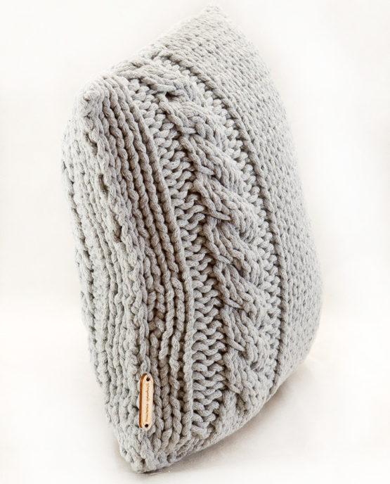 ręcznie robiona poduszka sznurek bawelniany druty