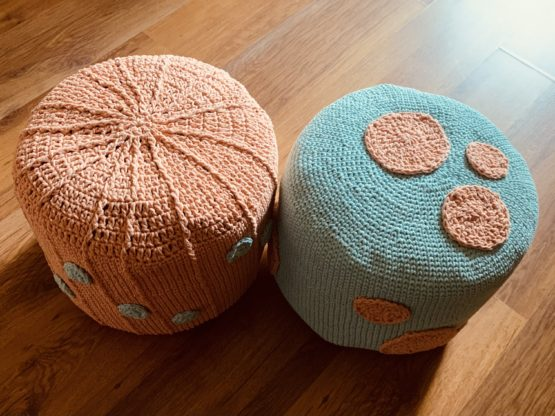 handmade pufy na szydełku